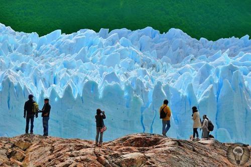 Самый восхитительный из ледников. Встречайте одно из главных чудес аргентинской Патагонии, красавец-ледник Перито Морено! Сам ледник протянулся по Андам вдоль границы Аргентины и Чили и хранит в