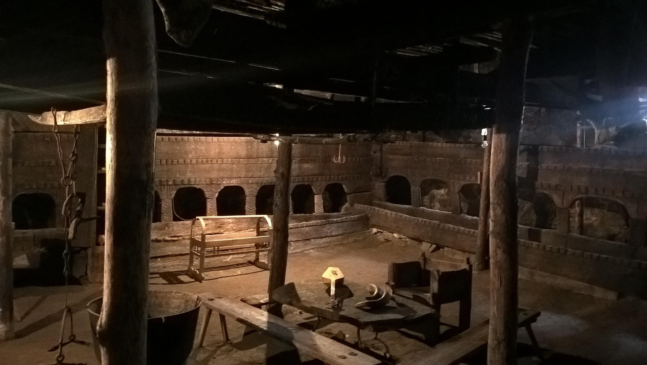 Первый этаж старинных башен в Сванетии