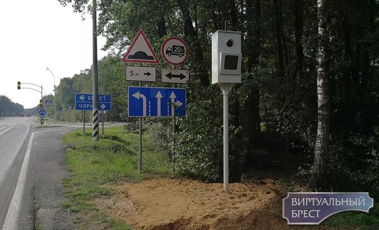 Они уже фоткают? Сразу четыре стационарные камеры фиксации скорости под Брестом на М1