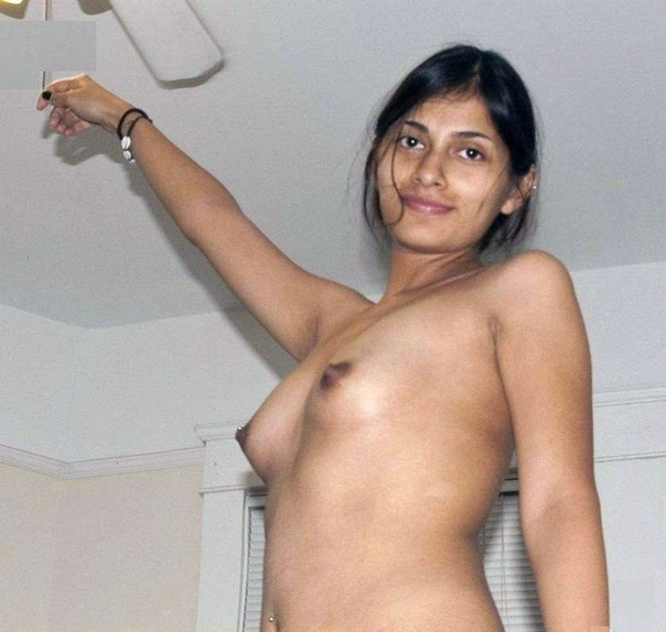 Indian Lady Made To Expose Her Full Nudity Infront Of Mobile Cam Mms Photo