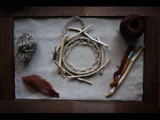 Процесс плетения Ловца снов в мастерской Миримэ