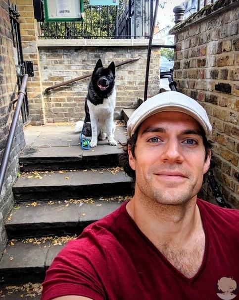 Генри Кавилл отметил День всех влюбленных со своим псом
