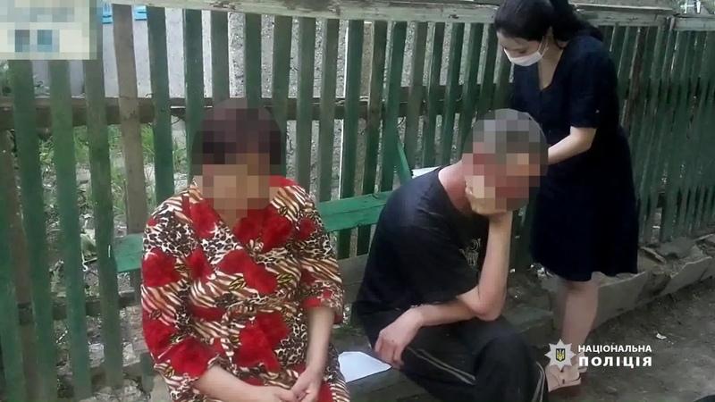 На Одещині поліцейські оголосили трьом особам підозру у катуванні дитини