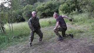 Встречный удар ногой с добиванием локтем.В.Н.Крючков/Counter kick with finishing with an elbow.