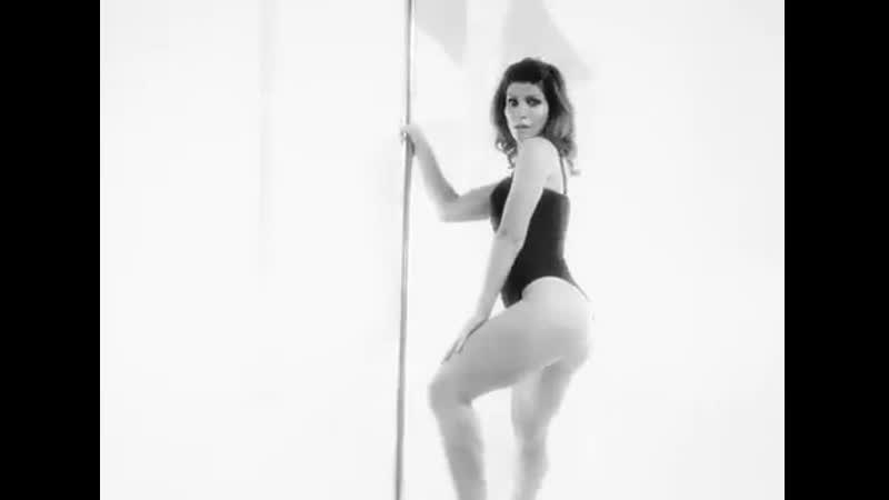 Кисегач из «Интернов» сексуально танцует на шесте