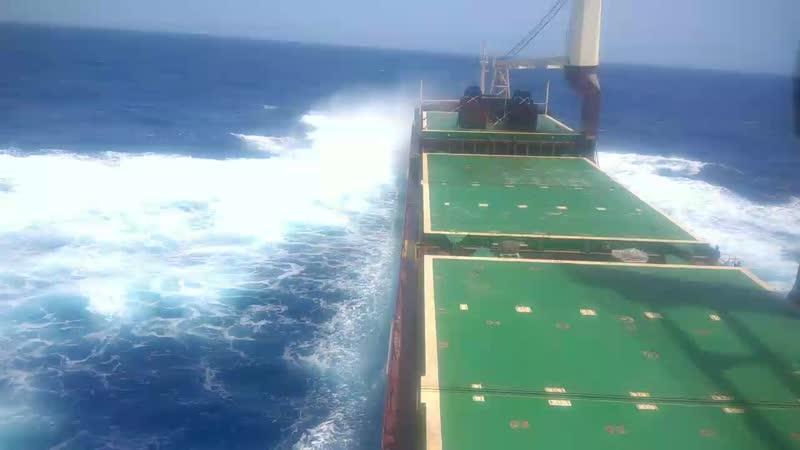 Лёгкий шторм в Атлантике
