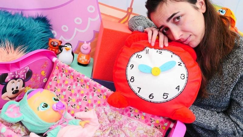 Bebek bakma oyunu Sevcan oyuncak bebek Lala'yı uyutmaya çalışıyor