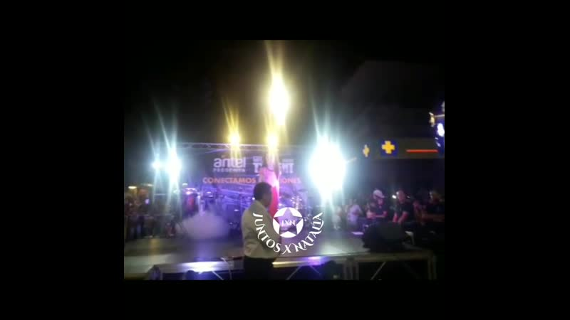Durazno NataliaOreiro en Durazno de gira con @gottalentuy saludando a todas las personas q
