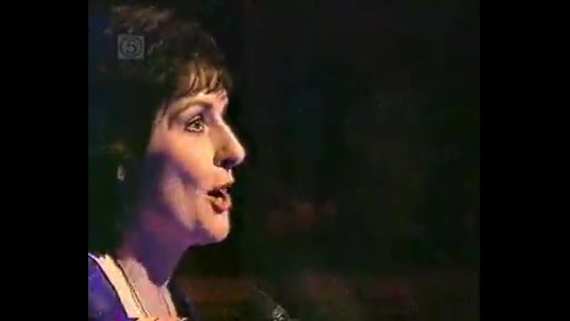 Enya - Wild Child (Gloria Hunniford Show, 2001) UK