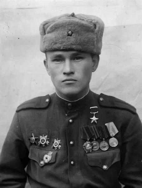 Герой Советского Союза командир отделения 667-го стрелкового полка Самат Салахович Садриев (1920  1988).