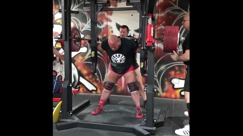 Эрик Лилибридж приседает 455 кг