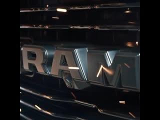 RAM 1500 признали самым люксовым автомобилем года. Это первый пикап заслуживший подобный титул!