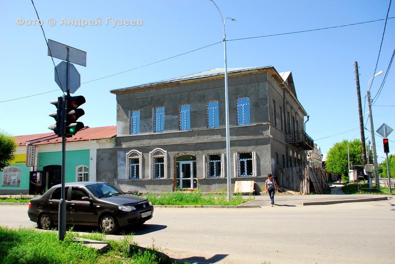 Здание бывшей детской библиотеки, на реставрации