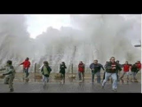 Giật tung cả tim Khoảng khắc hiếm gặp khi chơi với sóng thần khủng khiếp nhất lịch sử nhân loại