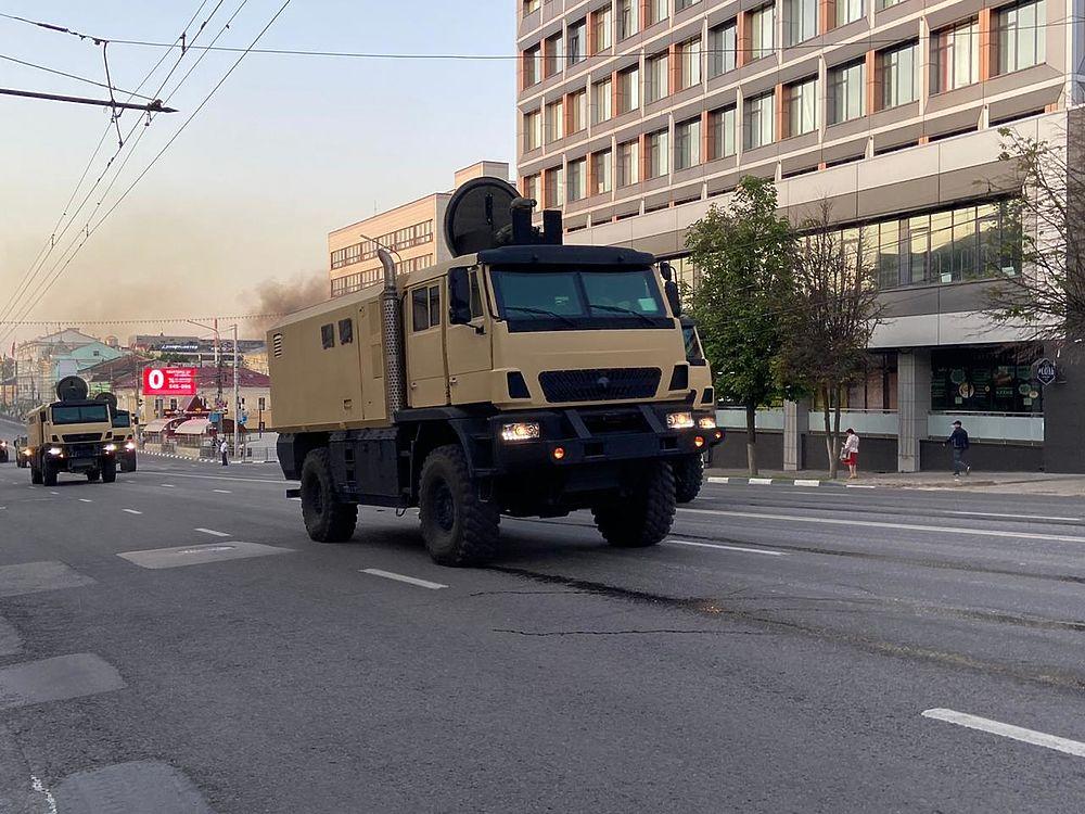 الدفاع الروسية تنشر صورا للعرض العسكري التجريبي الخاص باحتفالات عيد النصر VRHngjuLMqc