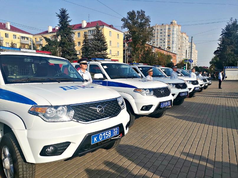 В Брянске состоялось торжественное вручение новых служебных автомобилей инспекторам ДПС, изображение №3
