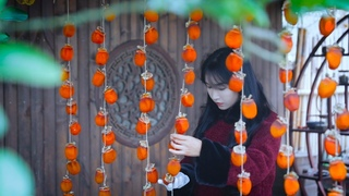 May the red, red persimmons bring you a happy, prosperous new year!❤️愿一串串的红柿子给大家带来新一年的柿柿顺心