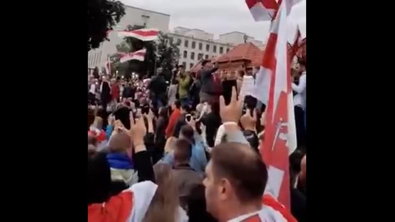 Никто не смеет перебивать белорусов когда они поют Купалинку НИКТО