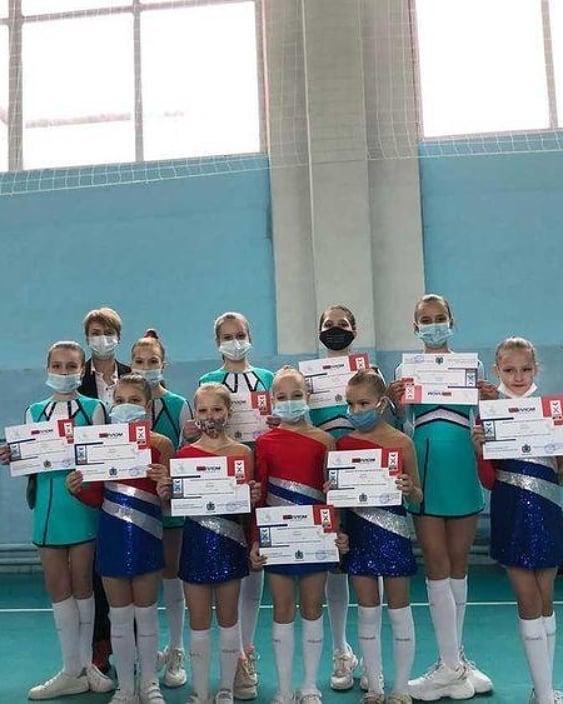 Спортсменки из Петровска выступили на первенстве региона по чир-спорту