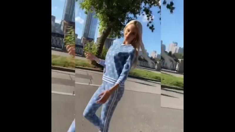 🔝Трикотажный костюм ✅Размер единый 💵Цена 3100р 💎Фото сделаны в живую на ню модели Параметры модели размер 40 42 рост 173 с