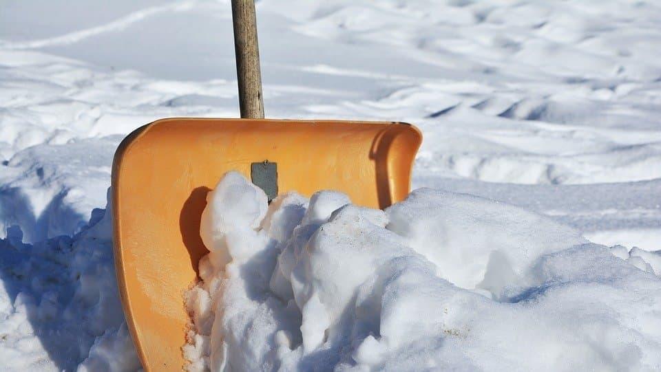 Пешеходный переход на Красноказарменной улице очистили от снега Фото: pixabay.com