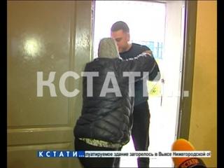 Силовой алкогольный ред - директор торговой точки с подпольным алкоголем набросилась на полицейских