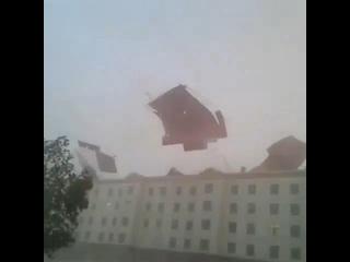 Шквал и пыльная буря в городе Нукус (Узбекистан, 14 июня 2019).