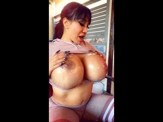 Легендарная Ava Devine натирает свои огромные сиськи | PORNO TWITTER