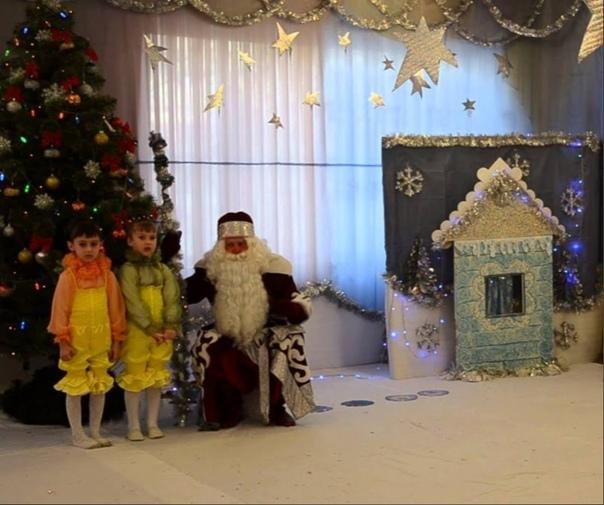 Стишок Жена переживает. Новогодняя елка в детском саду у Артема не за горами, а сынок по-прежнему без стишка. Воспитательница давно обещает выдать Артему стишок для декламации на празднике и все