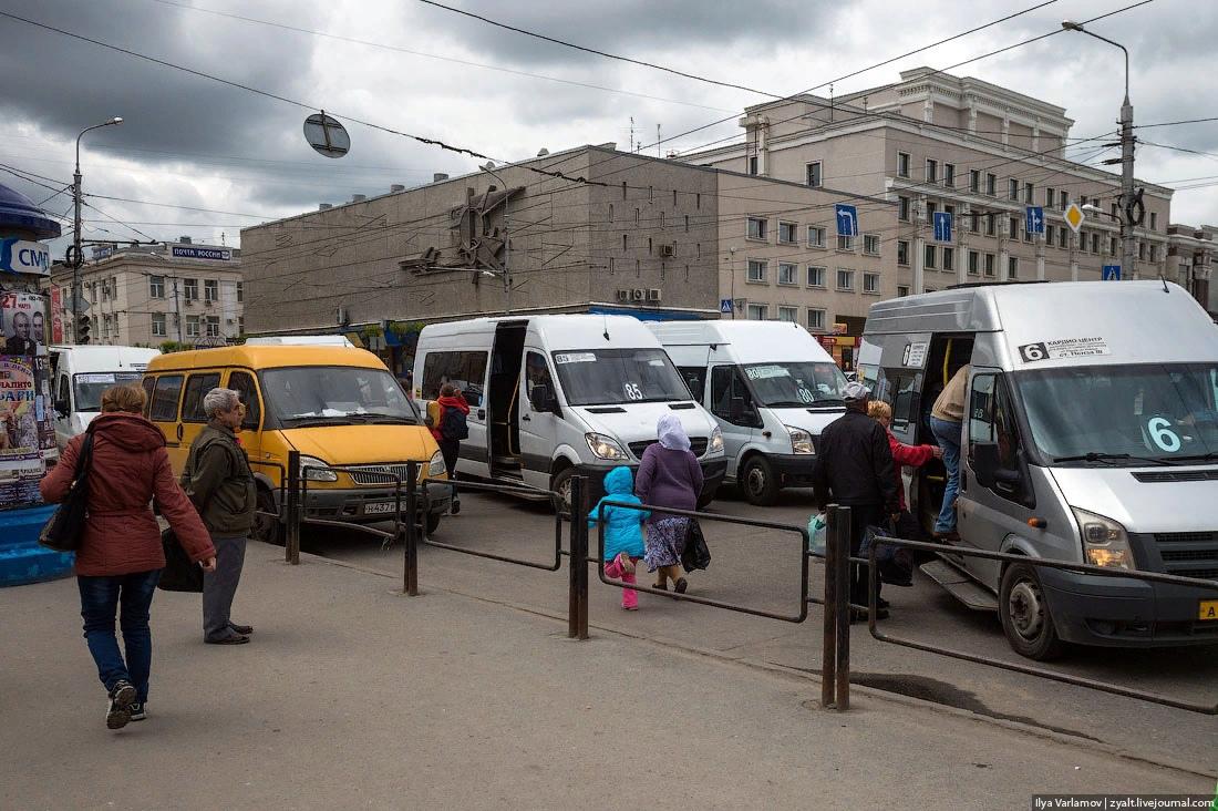 Маршрутки спешат на помощь. Фото: Илья Варламов