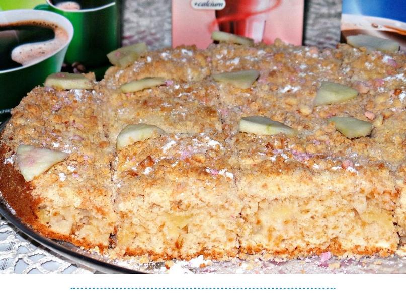 Пирог с яблоками. Мягкий, очень нежный, вкусный, ароматный, с хрустящей сладкой корочкой сверху.