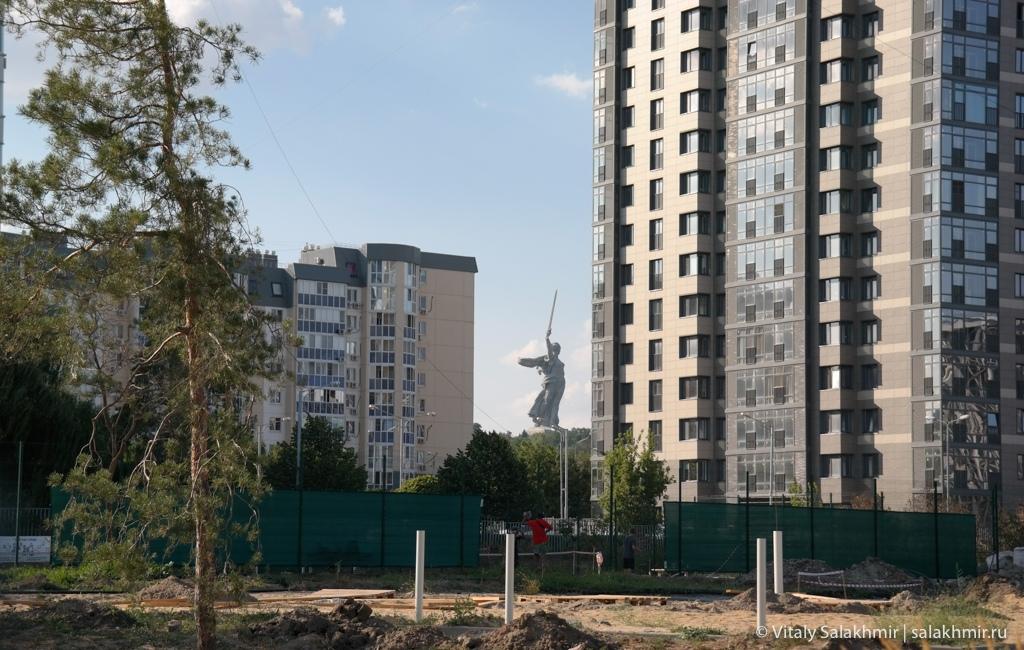 Статуя Родина-мать зовет, вид из города