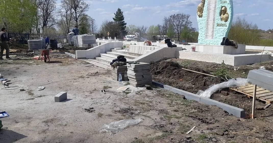 В Петровске продолжается реставрация Мемориала памяти на месте братской могилы воинов, умерших от ран в госпиталях города в период 1941 - 1945 годов