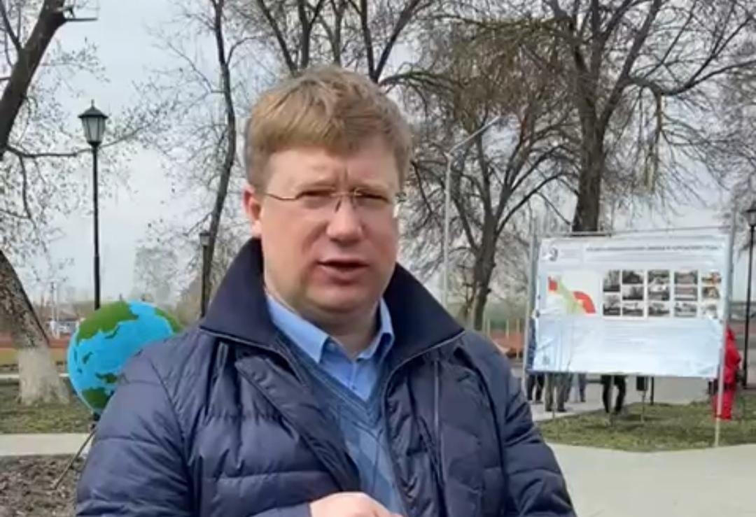Глава Петровского района Денис ФАДЕЕВ поблагодарил всех, кто сегодня вышел на субботник и поучаствовал в уборке городской территории и населённых пунктов сельских образований