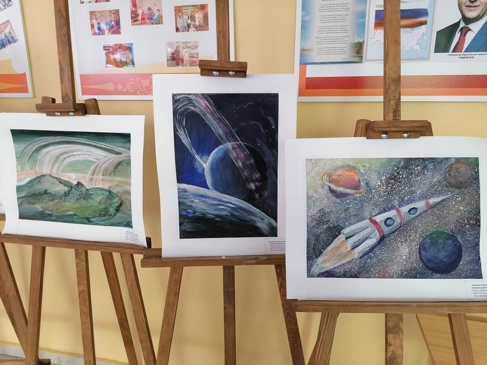 В детской школе искусств открылась выставка, посвящённая Дню космонавтики