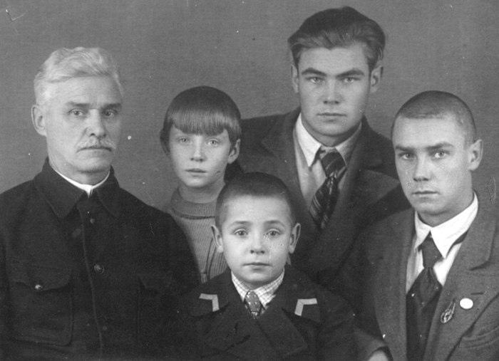 """"""" Александр, родился в Москве в 1921 году. В 1939-м был призван на срочную служб..."""