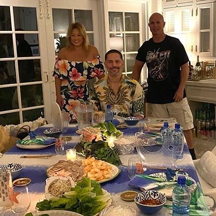 София Вергара устроила вьетнамскую вечеринку в честь 44-летия мужа Джо Манганьелло