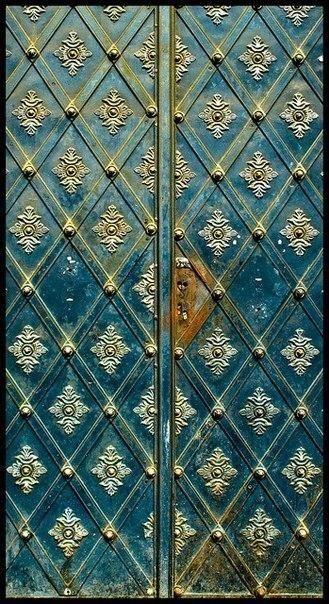 Двери в Праге