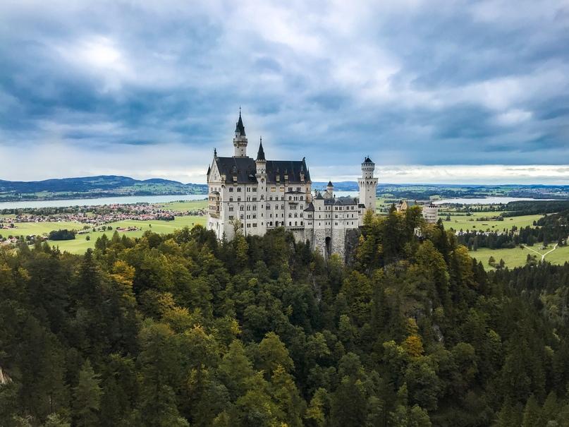 Фото замка с предгорья Альп