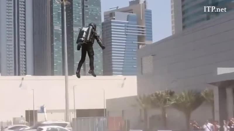 В Дубай представили ракетный ранец который способен развивать скорость 100 км ч Постепенно погружаемся в GTA Код ROCKETMA