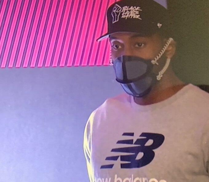 Кавай Ленард использует уникальную защитную маску New Balance