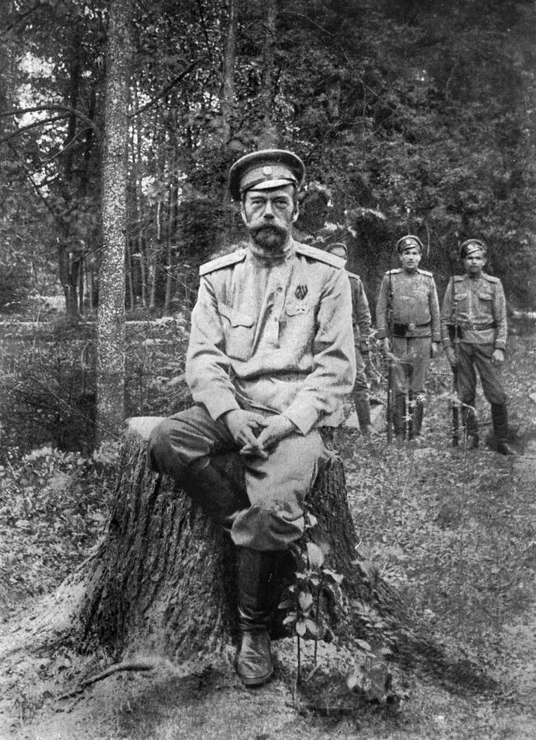 Николай II в Тобольске вскоре после отречения от престола.