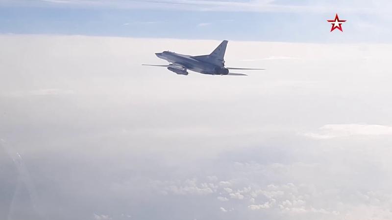 Полет бомбардировщиков Ту 22М3 над Черным морем