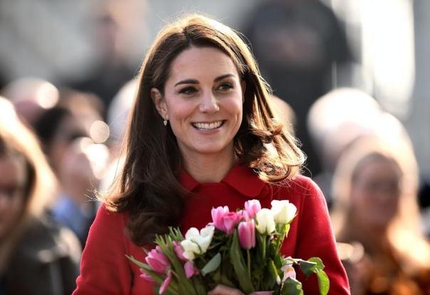 Как представители британской королевской семьи отмечают свои дни рождения. Во всём мире люди в свой день рождения устраивают шумные вечеринки или тихие семейные праздники в кругу самых близких