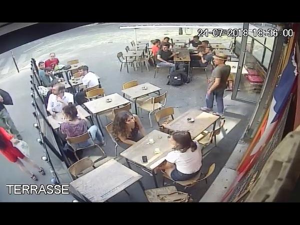 Une jeune femme est frappée au visage par l homme qui l a harcelée en pleine rue